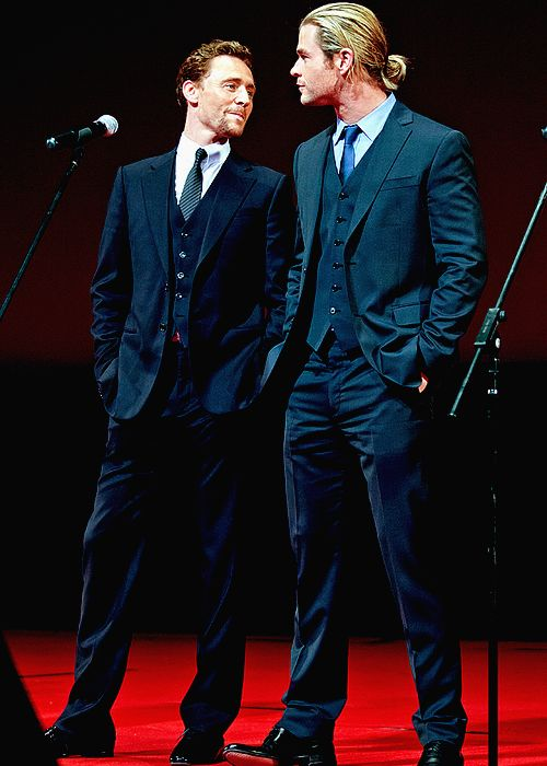Tom Hiddleston with chris hemsworth | Chris-Hemsworth-Tom ...