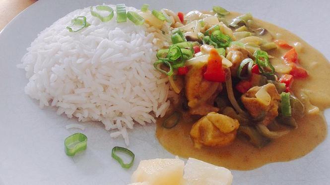 Kip-kerrie met rijst