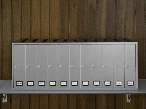 Buzones verticales de interior formato libro con carga superior metálicos con acabado pintura inox atornillados a pared y sobremesa