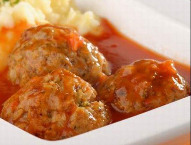 Unod minden vasárnap a hagyományos rántott húst sütögetni? Próbálj ki valami mást! Sorozatunkban hétről hétre olyan fogásokat gyűjtünk össze nektek, melyekkel nem vallotok szégyent a hétvégén akár a családra, akár egy nagyobb vendégseregre főztök! A receptek között a szárnyas-, a marha-, hal- és a sertéshúskedvelők is megtalálják a kedvencüket, de a tésztaimádók és a vegetáriánusok találnak köztük kedvükre valót!
