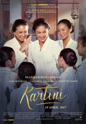 Kartini tumbuh dengan melihat langsung bagaimana ibu kandungnya, Ngasirah (Christine Hakim) menjadi orang terbuang di ru