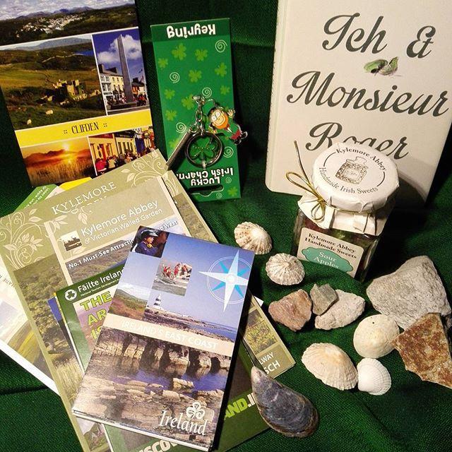 Irische Geschenke @chocolatpony Vielen Dank für so viel Inspiration von der grünen Insel. Jetzt juckt und zuckt es in den Fingern mit dem Irlandroman zu beginnen. Ich hoffe, dass mir der Kobold ganz giel Glück bringen wird.  Nochmals ganz herzlichen Dank.  #irland  #geschenk #kobold #post #glück