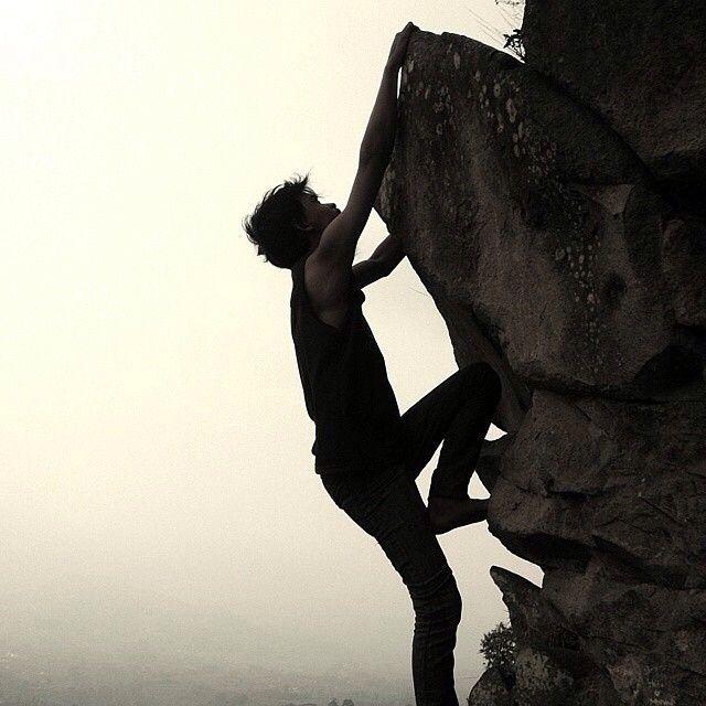 buat ngobatin #RinduBandung kamu nih ada foto dari  @rezkirhmntra taken at Gunung Batu -------- Gunung Batu Lembang  Kawasan wisata Lembang berada di dataran tinggi pegunungan Bandung salah satu aktifitas wisata Favorit wisatawan adalah menikmati eksotisme keindahan alam gunung-gunung nya.Bagi pecinta alam dan pendaki gunung Lembang mempunyai beberapa pegunungan yang menantang untuk didaki sebut saja Gunung Burangrang dan Tangkuban Perahu tapi tahukah anda di Lembang ada satu lagi gunung…