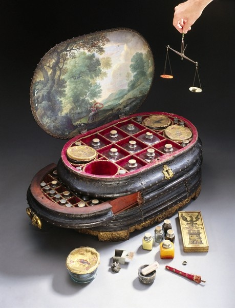 medicine chest, Vincenzo Giustiniani, the last Genoese governor of the Island of Chios in the eastern Aegean Sea, in the 1560s. On a box from the middle drawer is painted the symbol of Chios - a black eagle above a three-towered castle. The chest contains 126 drug bottles/pots.