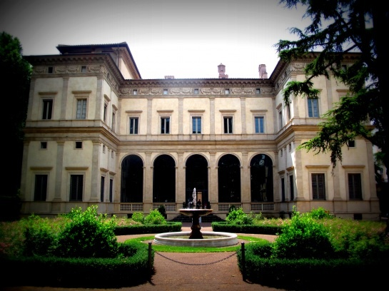 Villa Farnesina - Peruzzi 1506-10 - Today, owned by the Italian State, it accommodates the Accademia dei Lincei, a long-standing and renowned Roman academy of sciences.