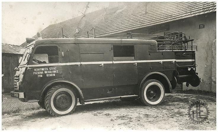 Samochód gaśniczy Star 20 GM8 nr rej. [KH-19-24] należący do Ochotniczej Straży Pożarnej w Michałowicach 1965 r.