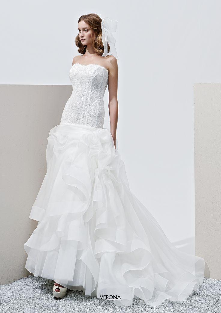 "Collezione Privée 2015 - Elisabetta Polignano Modello ""Verona"": corpino ricco di ricami swarosky #wedding #weddingdress #weddinggown #abitodasposa"