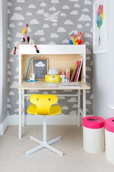 Playful kids study area, with beautiful wallpaper and vibrant colors! ♥ Discover the season's newest designs and inspirations. | Visit us at http://kidsbedroomideas.eu/ #furnituredesign #kidbedroom #kidsroom #kidfriendly #curateddesign #celebratedesign