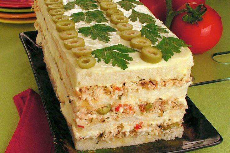 Delicioso bolo gelado de frango rápido de fazer