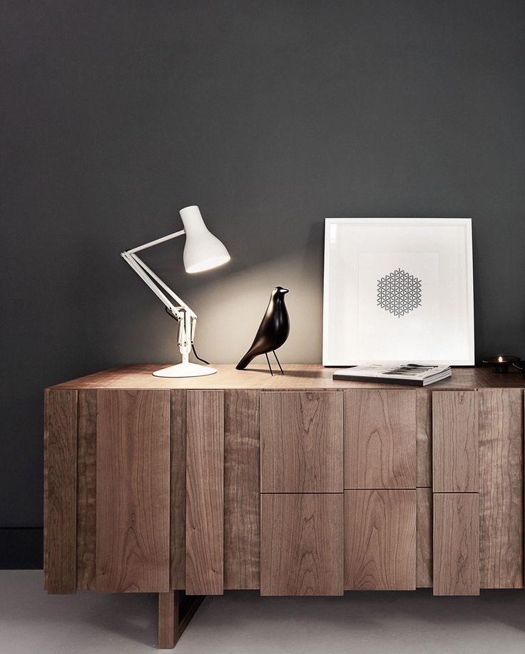 We have spent 80 years refining exactly what a task lamp can and should be and here it is. Our best-selling Type 75™ desk lamp combines all the high quality fittings and features you have come to expect from an Anglepoise®, with elegant, classic looks, flowing movement and full adjustability.