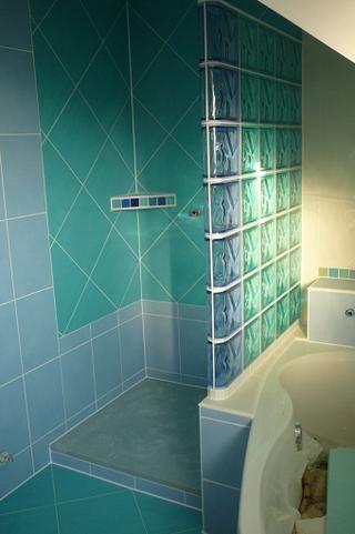 Výsledok vyhľadávania obrázkov pre dopyt inspiracia na prerabku bytoveho jadra so sprchovym kutom