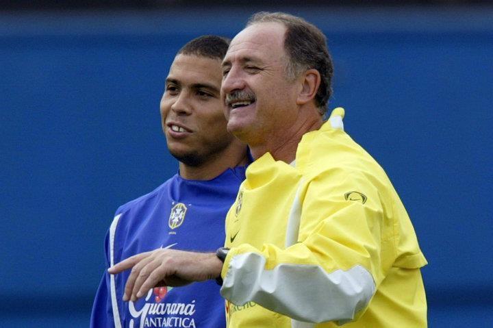 Ronaldo e o técnico Luiz Felipe Scolari durante treino da seleção pela Copa do Mundo de 2002. Foto: Ivo Gonzalez / Agência O Globo