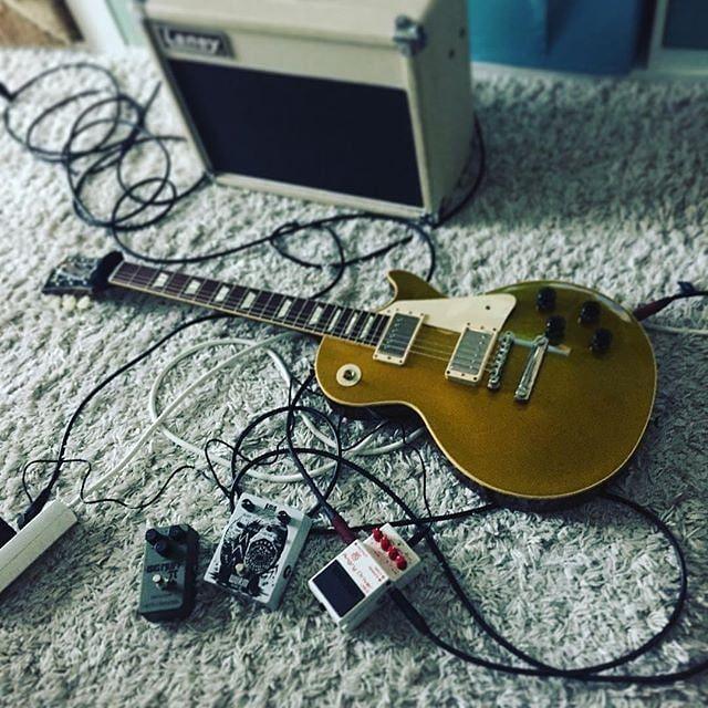 Testing Pedals!  #gitarre #rocknroll #kmaaudiomachines #gibson #lespaul #boss #jhs #electroharmonix #ehx #bigmuff #laney #customshop #guitaramp #gitarre #guitarporn #musikgeschäft #musicshop #justmusic #justmusicberlin #justmusichamburg #justmusicmünchen #justmusicdortmund