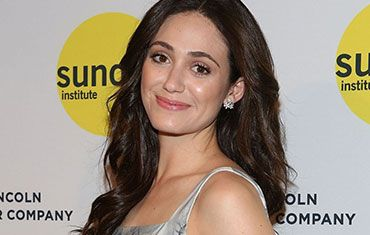 Sometimes all you need on the red carpet is fresh-faced gorgeousness, as per #EmmyRossum.  http://thebeautyobserver.com/observed/how-to-get-emmy-rossums-fresh-faced-look/#.U5YCypRdWK4