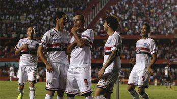 São Paulo bate o Corinthians e avança na Libertadores (Fotos: Ari Ferreira/ Miguel Schincariol )