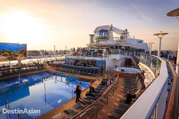 Quantum of the Seas menjanjikan pengalaman kapal pesiar yang tak terlupakan. Salah satu sajian utamanya: Geladak SeaPlex yang menawarkan beragam wahana permainan mulai dari kolam renang, hingga layar raksasa.  Ulik lebih lanjut di destinasian.co.id