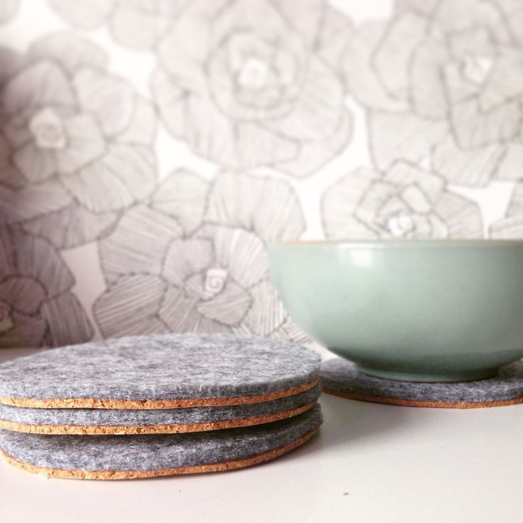 Diy coasters of filt and cork