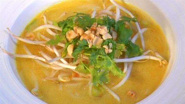 Thai Chicken Noodle soup: Thai Food, Chicken Noodle Soups, Thai Chicken, Soups Recipes, Thai Noodles Soups, Chicken Noodles Soups, Preparation Thai, Healthy Food, Recipes Thai