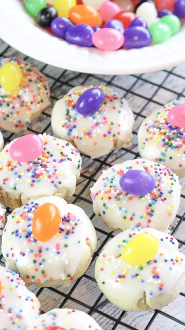 Jelly Bean Cookie Bites Recipe! When Easter comes around, I instantly crave jelly beans of all shapes, colors, and sizes. There is just something about this time of year, perhaps it's the spring flowers starting to bloom, but I have to have them!  Put a jelly bean on a sugar cookie with sprinkles and I AM SOLD.