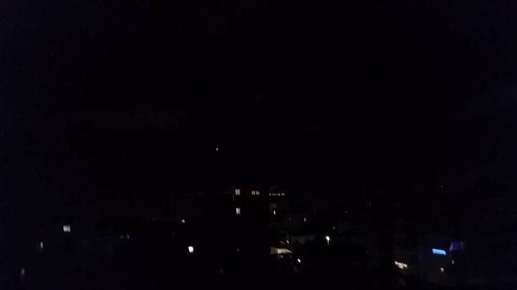 Flotila UFO na nočnej oblohe. (Atény/Grécko, 21.12.2014)