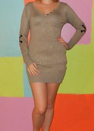 À vendre sur #vintedfrance ! http://www.vinted.fr/mode-femmes/tuniques/26119527-robe-tunique-pull-manche-longue-moulante-tete-de-mort-tu38-40-millenium-automne-hiver