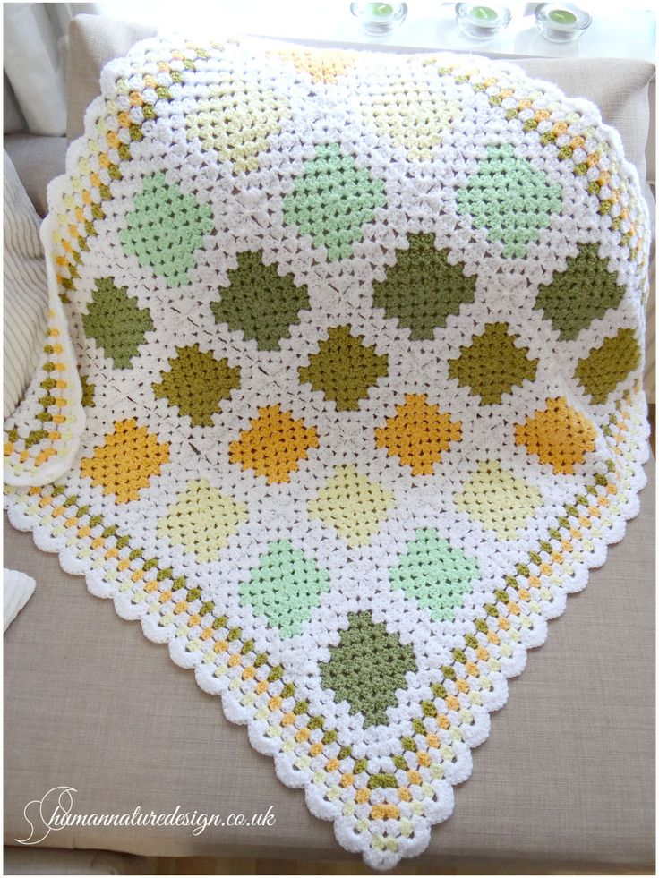 Crocheted yellow and green baby blanket. / Szydełkowy kocyk do kołyski.