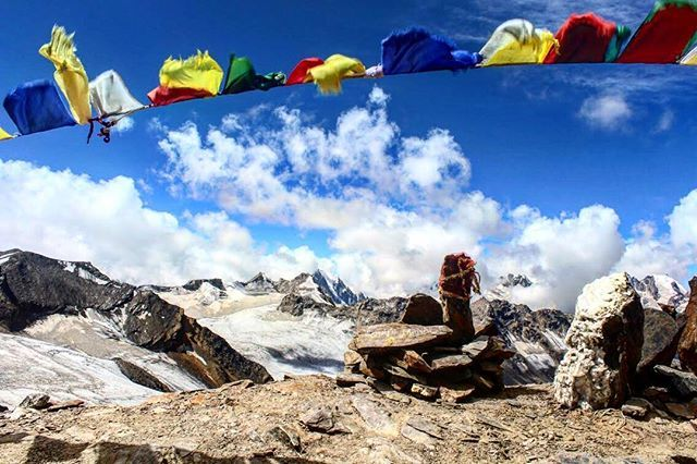 The colorful prayer flags spreading peaceful vibrations around. . The picture has been clicked during one of the most challenging and beautiful treks of India #pinparvati pass. . . #pinparvatipass #trekking #indiatravel #mountaineering #trekkinginindia #picoftheday #sundayvibes #mothernature #adventuretravel #prayerflags #peaceful