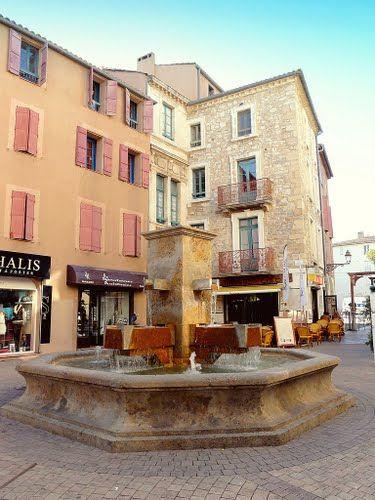 Place des 4 fontaines  #Narbonne #Aude #France www.audetourisme.com