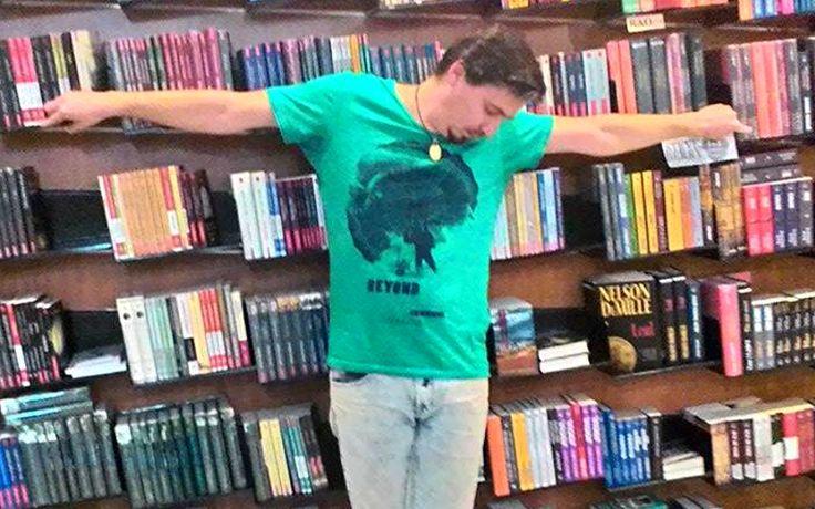 De vorbă cu Sory, un Peter Pan alcolău care promovează literatura contemporană într-un mall din Sibiu