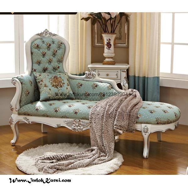 Bangku Sofa Santai Klasik Cat Ducomerupakan hasil karya tangan tangan mebel Kursi Indo Jepara dengan desain yang unik dan Klasik Sofa Santai Cat Duco Jok