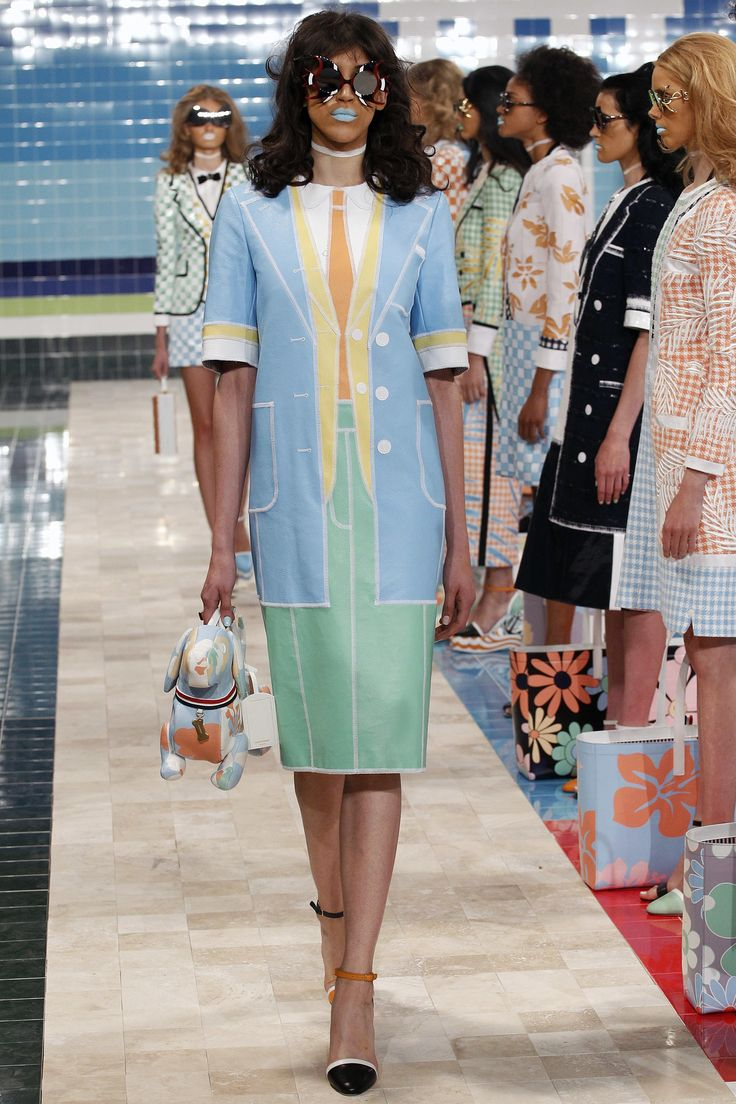 See the complete Thom Browne Spring 2017 Ready-to-Wear collection.