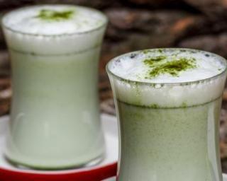 Smoothie au thé vert, banane et érable : http://www.fourchette-et-bikini.fr/recettes/recettes-minceur/smoothie-au-vert-banane-et-erable.html