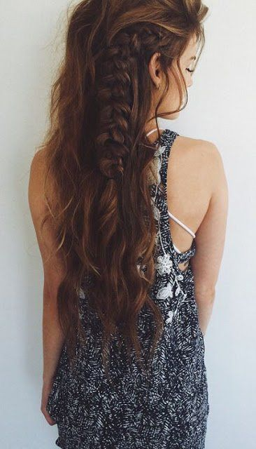 Nonchalante vlechten in je lange haar? Jazeker! Check deze 13 lange kapsels met vlechten..