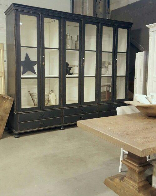 Unieke oude vitrinekast; enorm groot en demontabel! Stoere kast voir in huis of in je bedrijf/ winkel ! Te koop bij WWW.OLD-BASICS.NL #webshop #vintage #industrieel #brocante #oude kast #oldbasics #zwart #wit