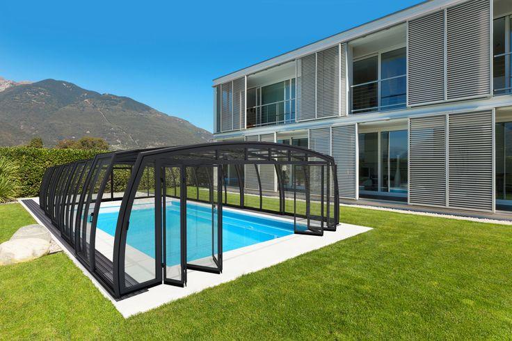 Kvalitní kryt na bazén OMEGA s novým systémem otevírání přední části zastřešení.