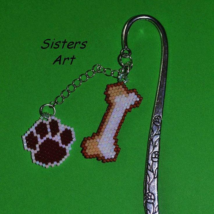"Segnalibro ""Bau Bau"" realizzato con perline delica by Misia Sisters Art 💜 #segnalibro #osso #zampa #cane #perline #fattoamano #perlinedelica #bookmark #bone #paw #dog #beads #miyukibeads #delicabeads #miyukidelica #peyote #brickstitch #miyuki #handmade #madeinitaly #misshobby In vendita su: http://www.misshobby.com/sisters-art"