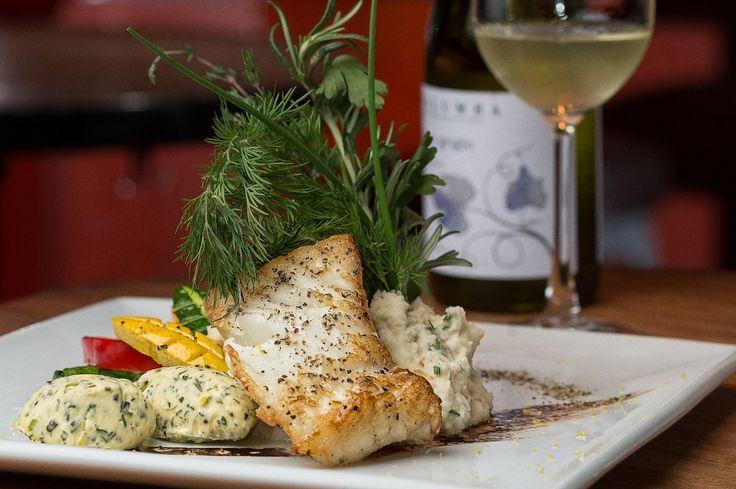 Filet z tresky s bylinkovým máslem a bramborovou kaší - Bratilicious