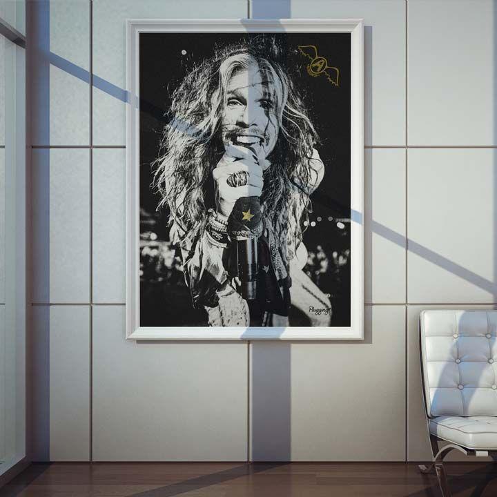 """<span style=""""line-height: 1.5"""">Poster Plugging Steven Tylerem papel de alta qualidade com impressão laser, suasdimensões são de 57centímetrosde largura e 80centímetrosde altura,o design do poster é inspirado no cantorSteven Tyler que évocalista da banda Aerosmith.</span>"""
