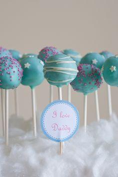 Ma deuxième fournée de Cake Pops! Jesuis toujours aussiémerveillée par ces petites bouchées made in USA, moelleuses et joliement décorées! L'occasion était toute trouvée, célébrer la Fête des Pèr...