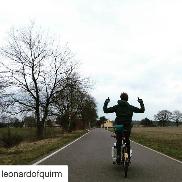 Gorilla jacket in action! Still on sale in our online shop! #softshelljacket #cyclingjacket #noweatherwhat #cyclingapparel #commuter #commuting #cargobike #cycling #urbanstyle
