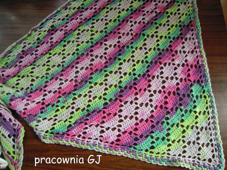 Chusta szydełkowa w tonacji wiosennej / Spring crochet triangle shawl
