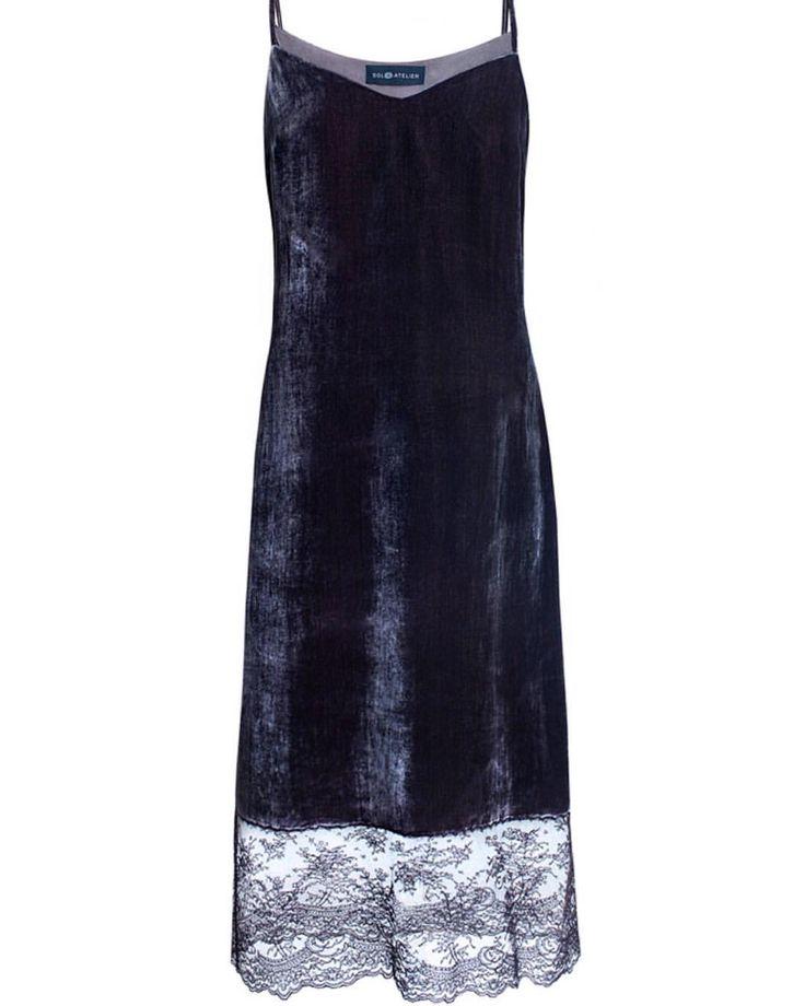 #musthave грядущего сезонаПлатье из шелкового бархата с кружевом в наличии в разных цветах