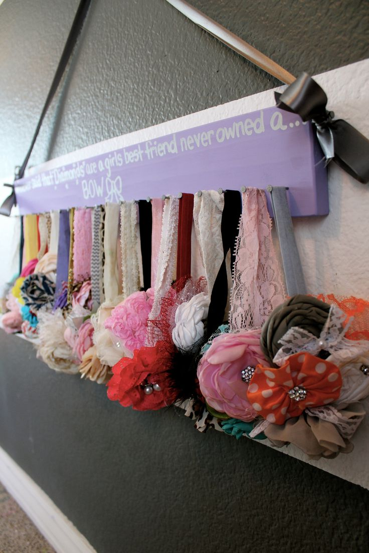 The BEST way to organize bows and headbands! SUPER cute!! Customized for any color or saying too!