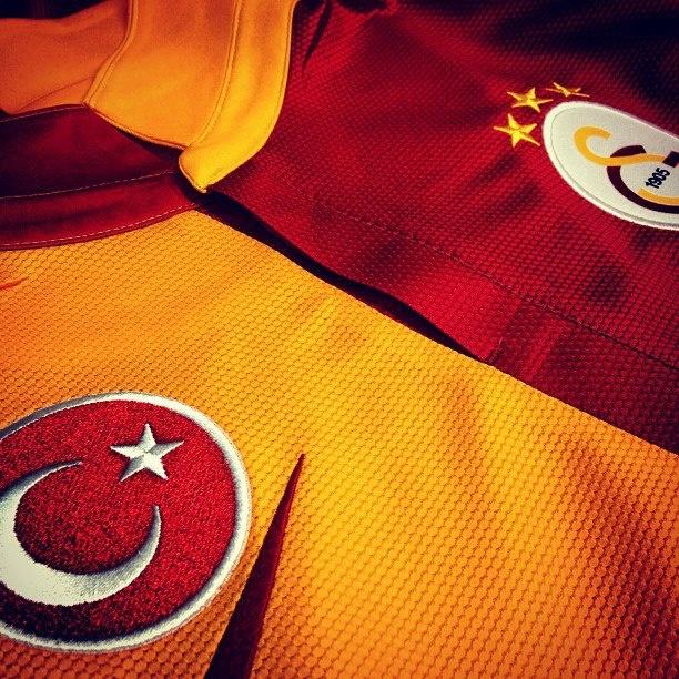 <3 Galatasaray <3 BU SEVDA ANLATILMAZ YAŞANIR ..