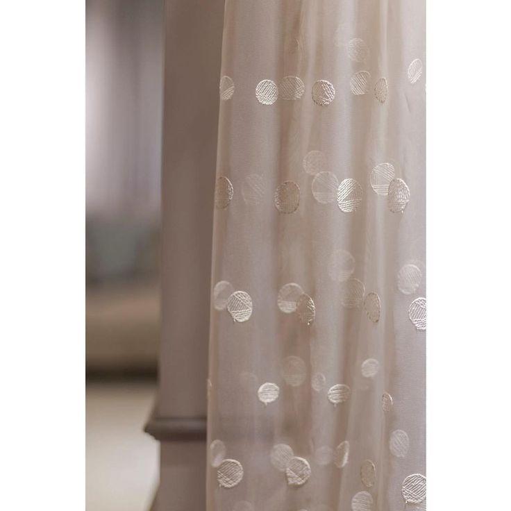 воздушную вуаль Sarıyer с современной вышивкой вы найдете у @persanhomestudio #tulle #тюль #вуаль #galleria_arben