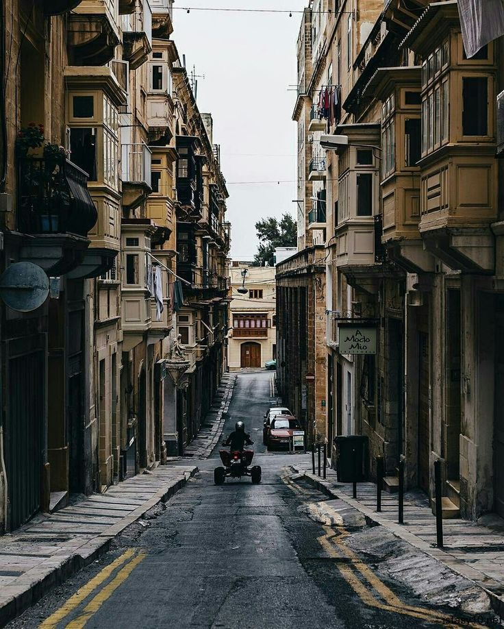 Valletta, Malta Şövalyeleri dönemindeki resmî adı: Humilissima Civitas Valletta), Malta'nın başkentidir. Nüfusu 7650'dir. Şehrin adı, Osmanlı'nın saldırı girişimini geri çeviren M…