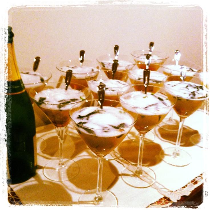 Cocktail de comer e beber. Brisa do Mar, criado para a reportagem da revista Sábado vs DaCozinha. Ouriço, gamba, algas, água do mar, caviar e champanhe.