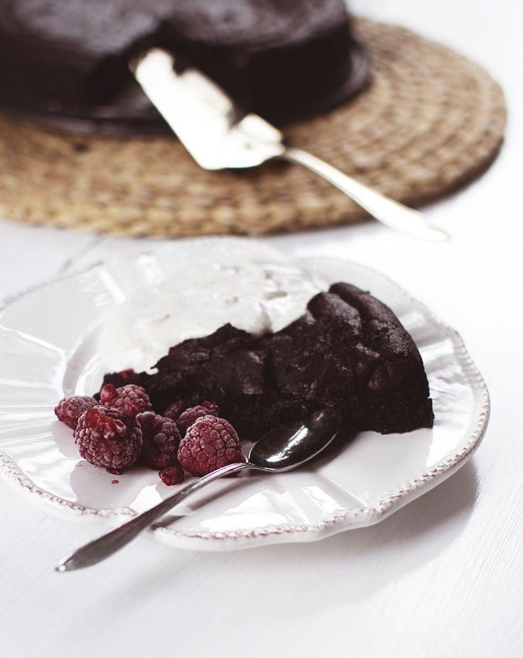 Super tasty healthy chocolate cake!