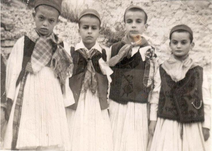 Φουστανελάδες σε Εθνική γιορτή.