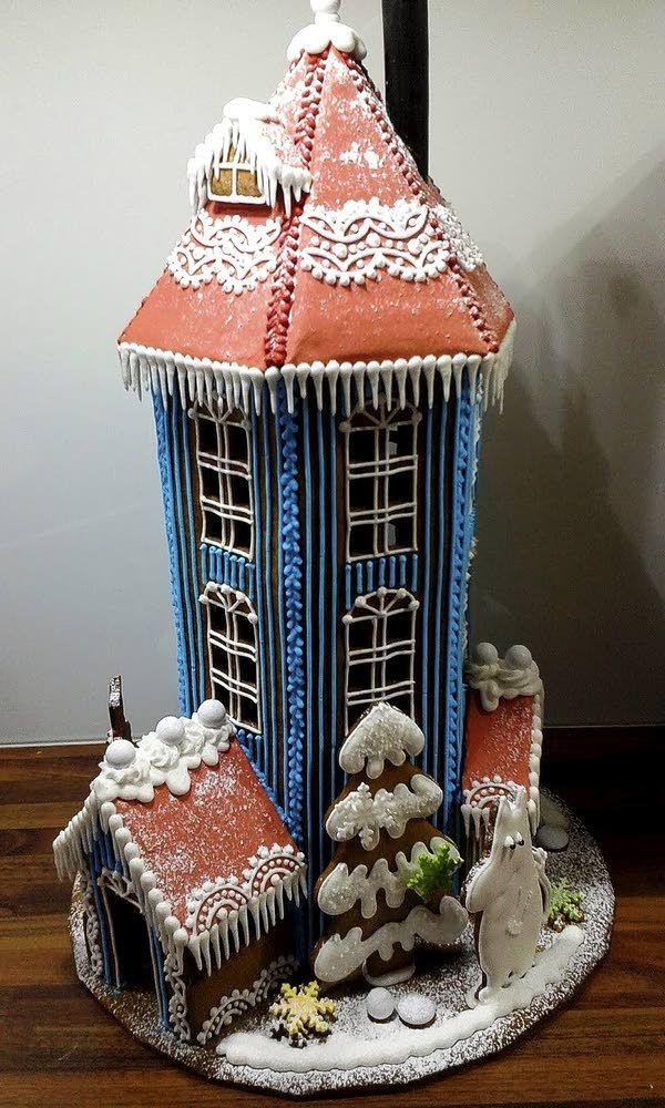 moomins-at-sea:  Gingerbread Moomin House built by Taru Lehtinen, contestant in the Turkulainen newspaper's gingerbread house competition. (x)